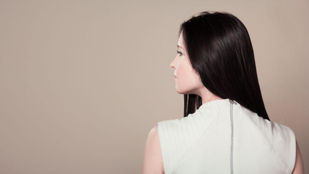 綺麗なツヤ髪の女性